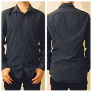 H&M's navy blue shirt